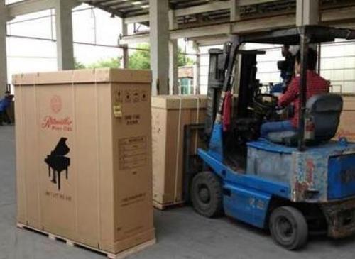 工厂设备打包货运
